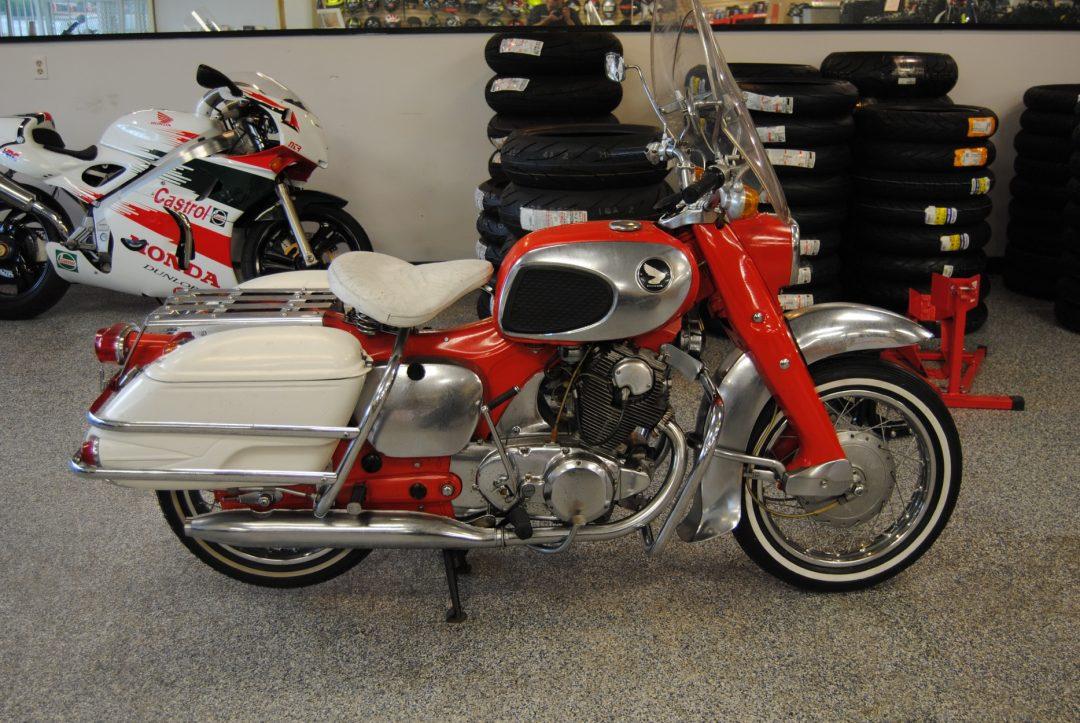 1969 Honda C77 Dream 305cc           $8500cad