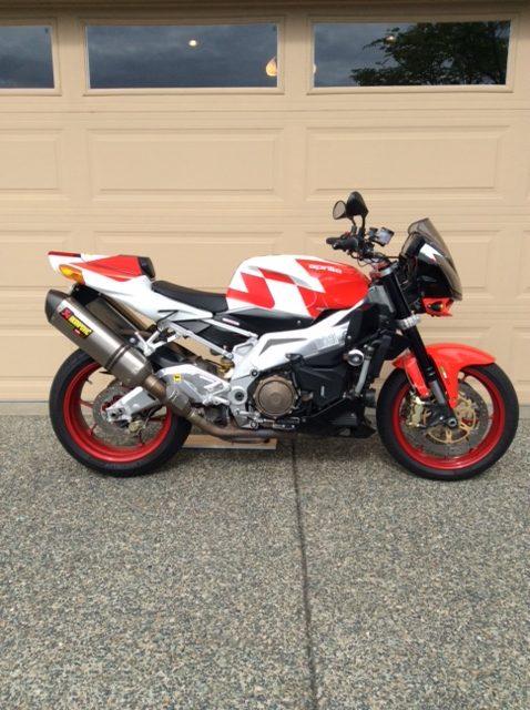 2008 Aprilia Tuono 1000cc V2       $5500cad